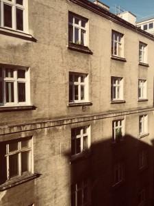 96. Place | Handy | Martina Ö. (646) | light and shadow