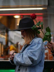 10. Place | Kreativ | Hannah & Alexis (384) | Würstelstand romance